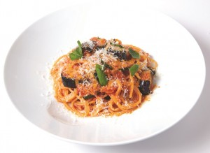 D スパゲッティ 揚げ茄子とズッキーニ、パンチェッタのトマトソース 修